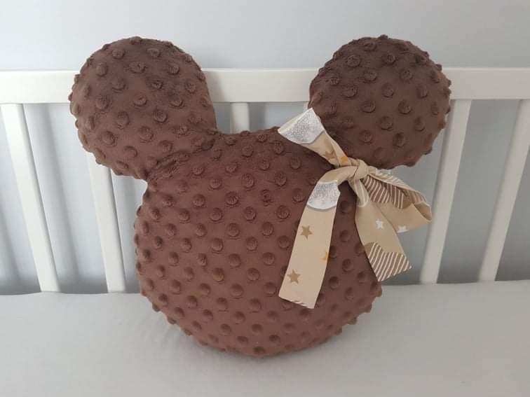 Handmade Mickey vankúšik minky hnedý s béžovou mašľou